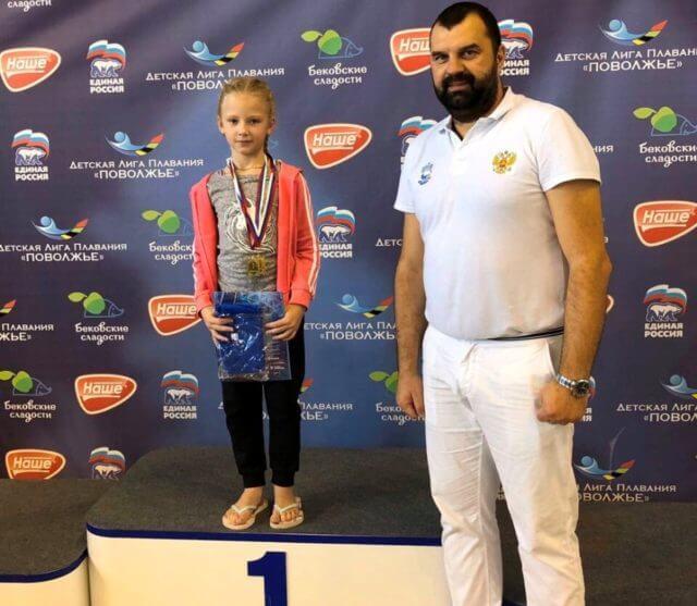Воспитанница детской юношеской спортивной школы Городищенского района Каролина Юрзанова стала золотым призёром очередного этапа Кубка Детской Лиги плавание «Поволжье»